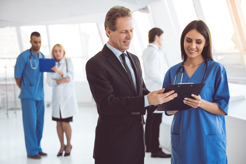 Can I Work in a Hospital With a Healthcare Management Degree?